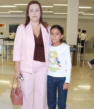 María Luisa y Eleonora Núñez viajaron con destino a Los Ángeles.