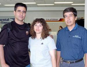 Óscar Muñoz y Xótchil Rodríguez viajaron a Ensenada, los despidió José Luis Muñoz.