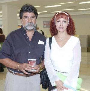 <B>23 de septiembre 2005</b><p> Rosa María Núñez y Othon Gittings viajaron al DF.
