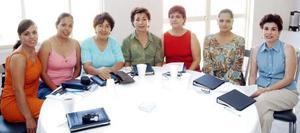 Azucena Rodríguez, Rocío de Rivera, Juanina de Gurrola, Soco de López, Tere de Hernández, Rocío de García y Paty Rivera.
