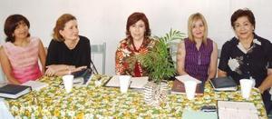 Chepis de Pérez, Lety de Faya, Maru de Kort, Marisa de Marrero y Martha de González.