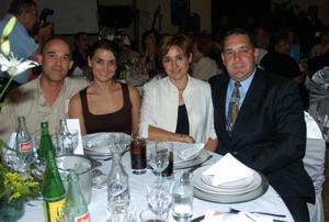 Arturo Martínez, María del Pilar de Martínez, Silvia Núñez y Julián Núñez.