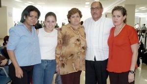 <B>24 de septiembre 2005</b><p>  Joaquin Gallegos viajó a Tijuana y fue despedido por Martha, América, Mya y Alejandra Gallegos.