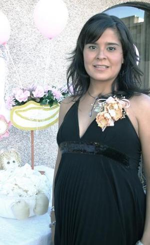 <b>24 de septiembre</b><p> Éricka Ramírez de Rosales recibió bonitos regalos, en la fiesta de canastilla que le ofrecieron sus familiares en dís pasados.