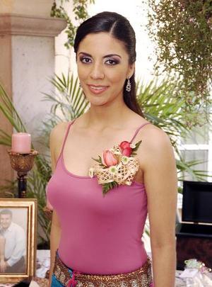 Marcela González Jaimes, captada en la fiesta que le ofrecieron por su cercano enlace.