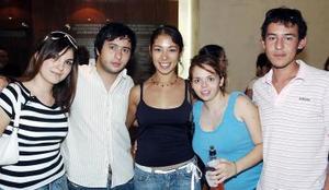 Grethel Romo, Kristian Rodríguez, Gaby Villegas, Pla Dipp y Carlos Larralde.