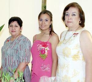 Celia de la Cruz de Flores y Georgina Torres de Grageda le organizaron una despedida de soltera a Yveth Rociío Flores de la Cruz