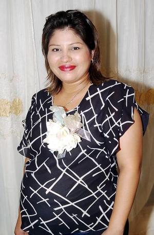 Con motivo del próximo nacimiento de su bebé, Diana Guadalupe García de Romero disfrutó de una fiesta de regalos.