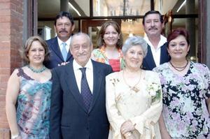 Con una estupenda reunión fue festejada la señora Hortensia Mayagoitia de Robles, quien cumplió 80 años de vida, acompañada de su esposo y sus hijos.