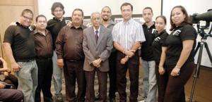 El grupo de Talleres Fotográficos Maqueda, junto al maestro Juan Nava Stenner.
