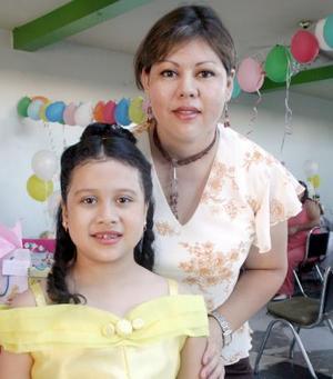 Andrea Victoria Ruiz del Ángel captada junto a su mamá, Lucía Verónica Ruiz.