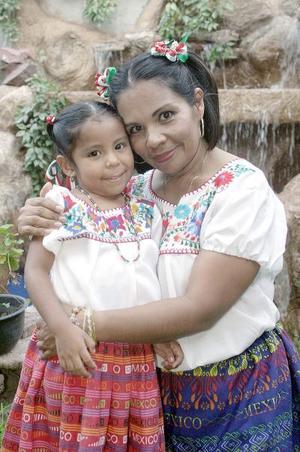 María Elena  Ibarra y Fátima Ibarra López.
