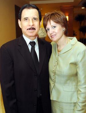 Ramón García de la Cruz, presidente entrante del Club de Sembradores de Torreón en compañía de su esposa Gaby