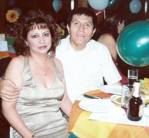 Alejandra de la Cruz Aguilera y Jesús Saucedo Esparza, en un agradable convivio.