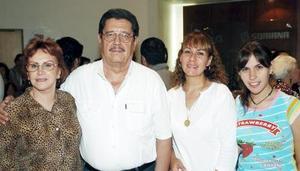 Queta de Izaguirre, Juan Izaguirre, Alma de Tueme y Bárbara Tueme.