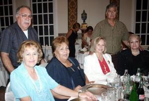 Tere Peña, Vicky Hamdam, Cualita Peña, José Peña y Francisco Ornelas