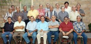 Ex alumnos de la Escuela Carlos Pereyra generación 1960, en reciente reunión de aniversario.