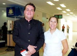 José Boone viajó a Tijuana, lo despidiió por Bertha Hernández.