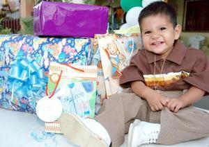 <b>26 de septiembre 2005</b><p> Vinicio Niño Valadez disfrutó de una alegre piñata que le organizaron sus papás.