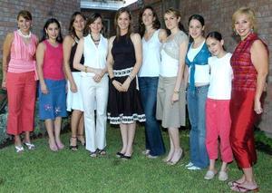 Susy acompañada por Elisa de Milán, Lorena de Braña, Lily de González, Luly de Castillón, Valeria Muñoz, Natalia Muñoz, Anacris Jiménez, Isabel Muñoz y Angie González.