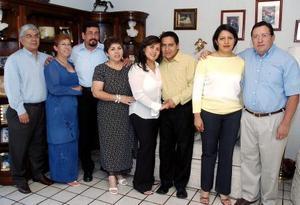<b>26 de septiembre 2005</b><p> Marco Antonio Herrera Gallo y Claudia Marcela Adame Ponce junto a sus familiares.