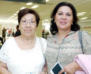 Georgina de  Barbosa e Irma de Hernández, viajaron a Los Ángeles.