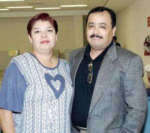 Carlos Delgado viajó a Honduras y fue despedido por Josefina Hernández.