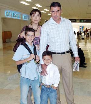 Javier, Joaquín, Lula y Javier Jr. Gómez viajaron al DF.
