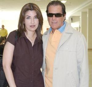 <B>28 de septiembre 2005</b><p> Juana Pérez viajó a Mérida y fue despedida por Antonio Barreiro.