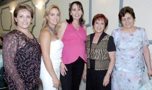 <b>28 de septiembre</b><p> Con motivo del cercano nacimiento de su primer bebé, Sandra González de Nieto difrutó de una merienda que le ofrecieron Graciela Iturriaga, Lucy de Nieto y Bety de Martínez.