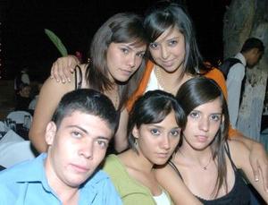 Mario Martínez, Rebeca Alanís, Gaby Gardea, Michelle Mendoza y Laura Delgadillo.