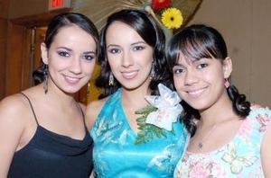 Carolina junto a sus hermanas Ana Paola y Cynthia.