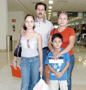 <B>29 de septiembre 2005</b><p> Mayra, José Miguel, Manuela y Miguel viajaron a León, Gto.