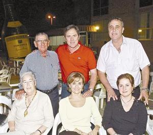 Indalecio Tricio, Marisol de Tricio, Ana María de Fernández, Ana Rosa de Gómez, Jorge Fernández y Santiago Gómez.
