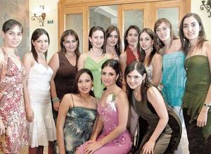 Laura Batarse con sus amigas, Judith, Myriam, Rosario, Ana Sophia, Brenda, Julia, Lorena, Cristina, Claudia, Priscilla y Alejandra.
