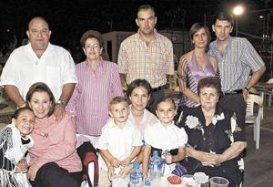 <b>29 de septiembre 2005</b><p> Roberto y Mili Castrillón, José Pereyra y Miriam de Pereyra, Amparo de Escoruela, Miriam de Batarse, Miguel Gil, Tania de Gil, Marlene, Fernanda y Miguel GIl.