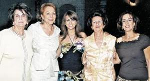 Sofía Zarzar Handal en compañía de sus abuelitas Hilda Kawas de Zarzar y Alicia Talamás de Handal, su mamá Linda de Zarzar u su suegra Nancy de Kuri.
