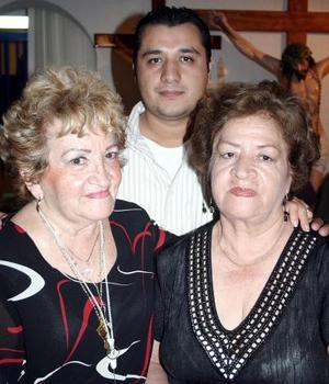 Clara Angélica Sánchez de Recio, Elba de Elizalde y Howard Elizalde.