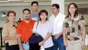 Ignacio Ramírez y Ana viajaron a Valencia, los despidieron, Blanca Carrera, Manuel Vega y Manuel A. Vega.