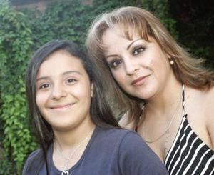 <b>30 de septiembre 2005</b><p> Yumana Marisol Juárez junto a su mamá, Marisol Porras, el día de su cumpleaños.