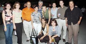Laura de Hernández, Gaby de Serna, Isabel Teele, Paulina Diez, Claudia Fajer, Claudia Rivera, Manuel Fernández, Feliciano Cordero, Walo Allegre y Wicho Medrano.