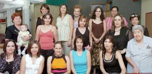 <b>30 de septiembre 2005</b><p> Un agradable convivio fue el que disfrutó Sagui Gómez, quien espera el nacimiento de su bebé y por ello, un grupo de amigas y familiares le organizaron una tierna celebración.