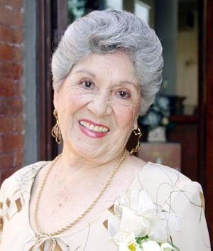 Con motivo de sus 80 años de vida, la señora Hortensia Mayagoitia de Robles disfrutó de una estupenda fiesta.