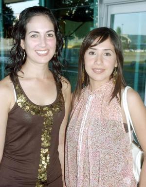 Ileana Garza y Claudia Estrada.