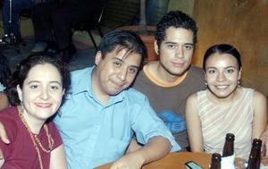 Paty Hernández, Miguel Canseco, Alejandro Esquivel y Tere Hernández.