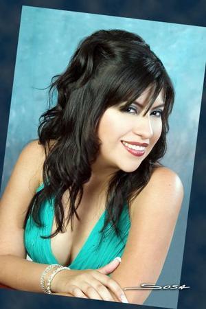 Srita. Karina Montserrat Chavarría Ramos, en una foto de estudio con motivo de su graduación de Ingeniero Industrial.