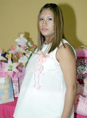 <B>02 de octubre 2005</b><p> Irene Isabel Escandón de Torres, captada el día de su fiesta de canastilla en días pasados.