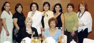 Lety, Lorena, Verónica, Jezu, Estela y Lilia, acompañaron a Claudia Marsela en su despedida de soltera.