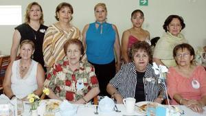 Yolanda Michelle, María Elena Luna, Sandra Luz de Martínez, Julieta de Luna, Tere Mata, Lupe Mata, Elvita de Echavarría, Odila de Michelle y Olga de Maturino, en pasado convivio.