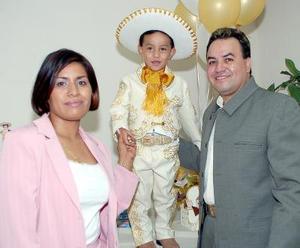 Antonio Farrel García Pargas fue festejado con un alegre convivio por sus papás, Antonio García y Eréndira Pargas.